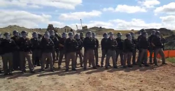 dakota-access-pipeline-riot-cops-1